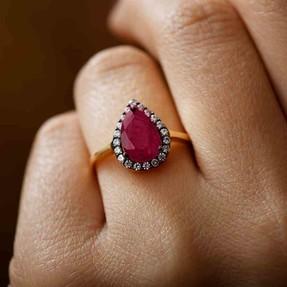 Mücevher Dünyası - 14 Ayar Kırmızı Büyük Taşlı Altın Bayan Yüzük | Mücevher Dünyası