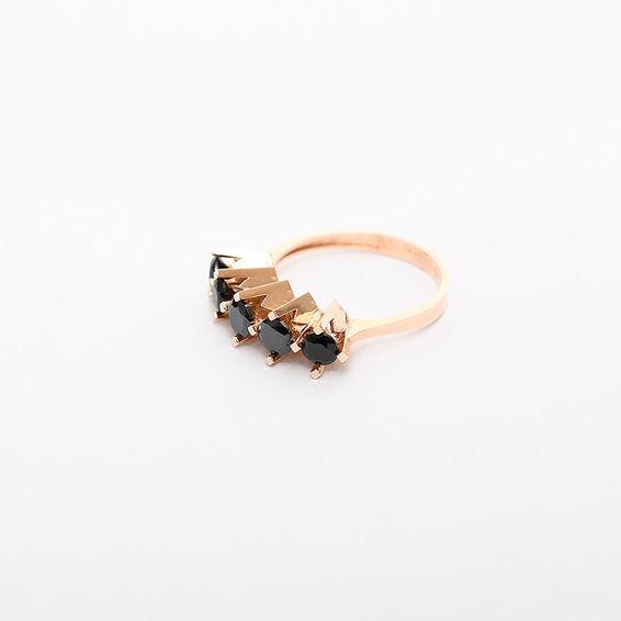 Mücevher Dünyası - 14 Ayar Siyah Taşlı Altın Beştaş Yüzük