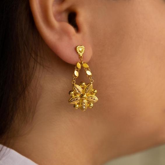 Mücevher Dünyası - 22 Ayar Sallantılı Çiçek Desenli Altın Küpe - 3,63 Gr.