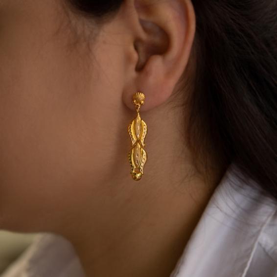 Mücevher Dünyası - 22 Ayar Sallantılı Lale Desenli Altın Küpe - 2,65 Gr.