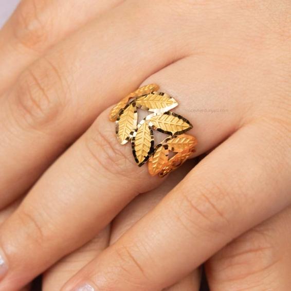 Mücevher Dünyası - 22 Ayar Yaprak Desenli Altın Fantezi Yüzük. - 3,30 Gr.